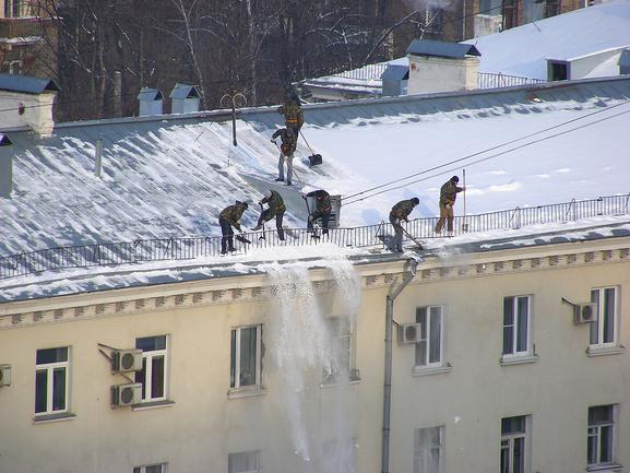 Идея уборка снега на крыше