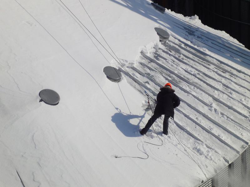 Очистка снега с крыш периодичность